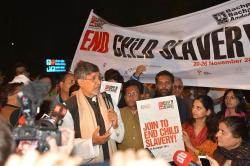 Kailash satyarthi calls to end child slavery at Jantar Mantar, New Delhi
